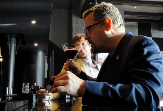 Eddie Izzard sipping a purple cocktail in Malmaison #Yes2AV