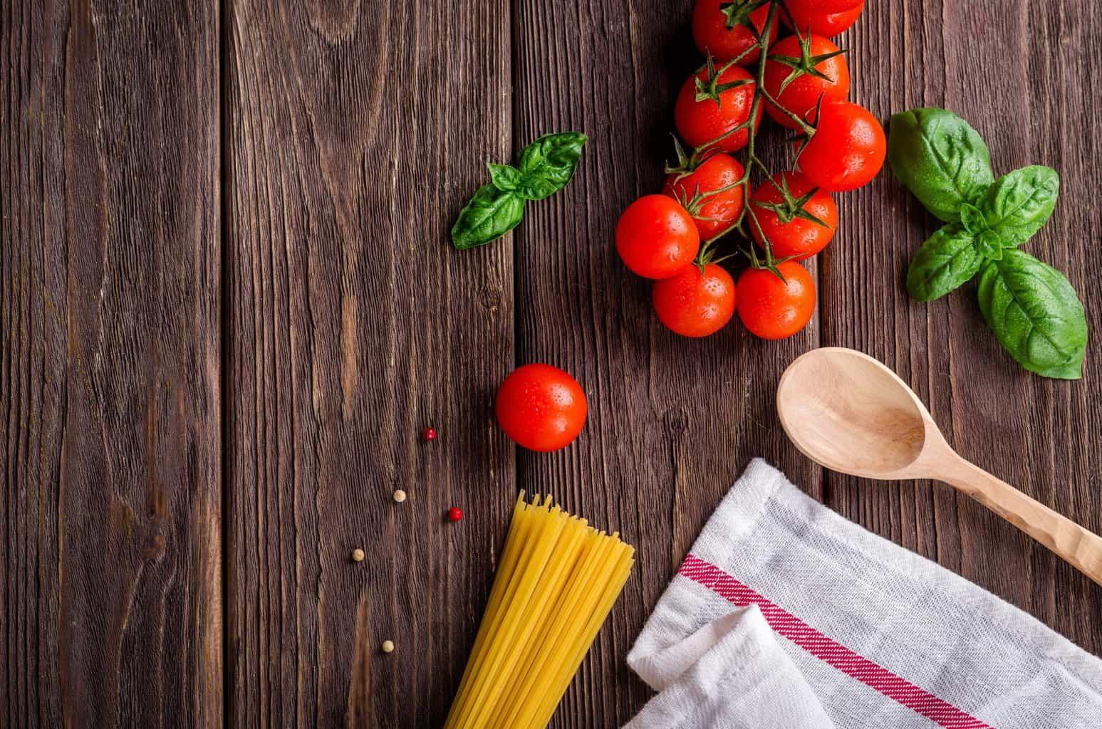 spaghetti, tomatoes, basil